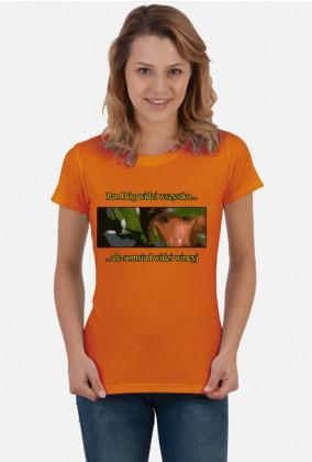 """""""Pan Bóg widzi wszystko... ale somsiad widzi wincyj"""" - Śmieszna koszulka z somsiadem (Damska)"""