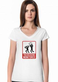 Pomysł na praktyczny prezent na dzień kobiet - Koszulka dla programisty You are beeing monitored